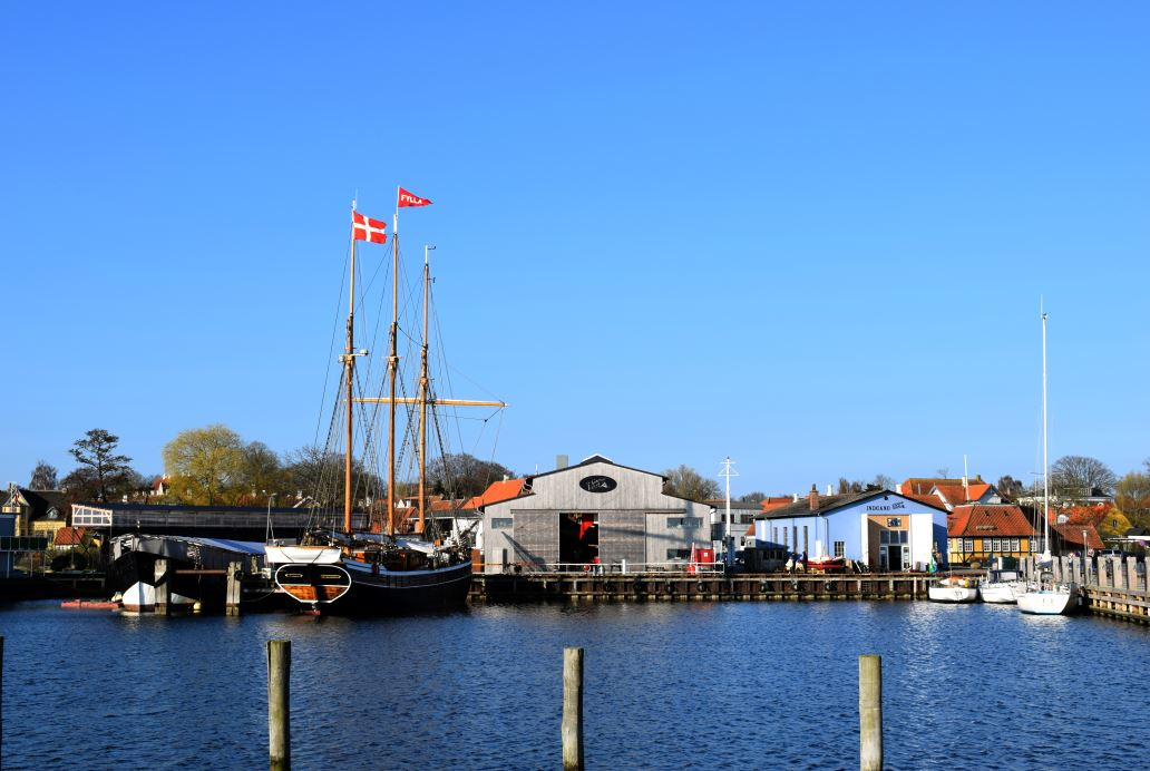 Harbor walk - Guided Tour at the shipyard – admission & experiences – The Old Shipyard