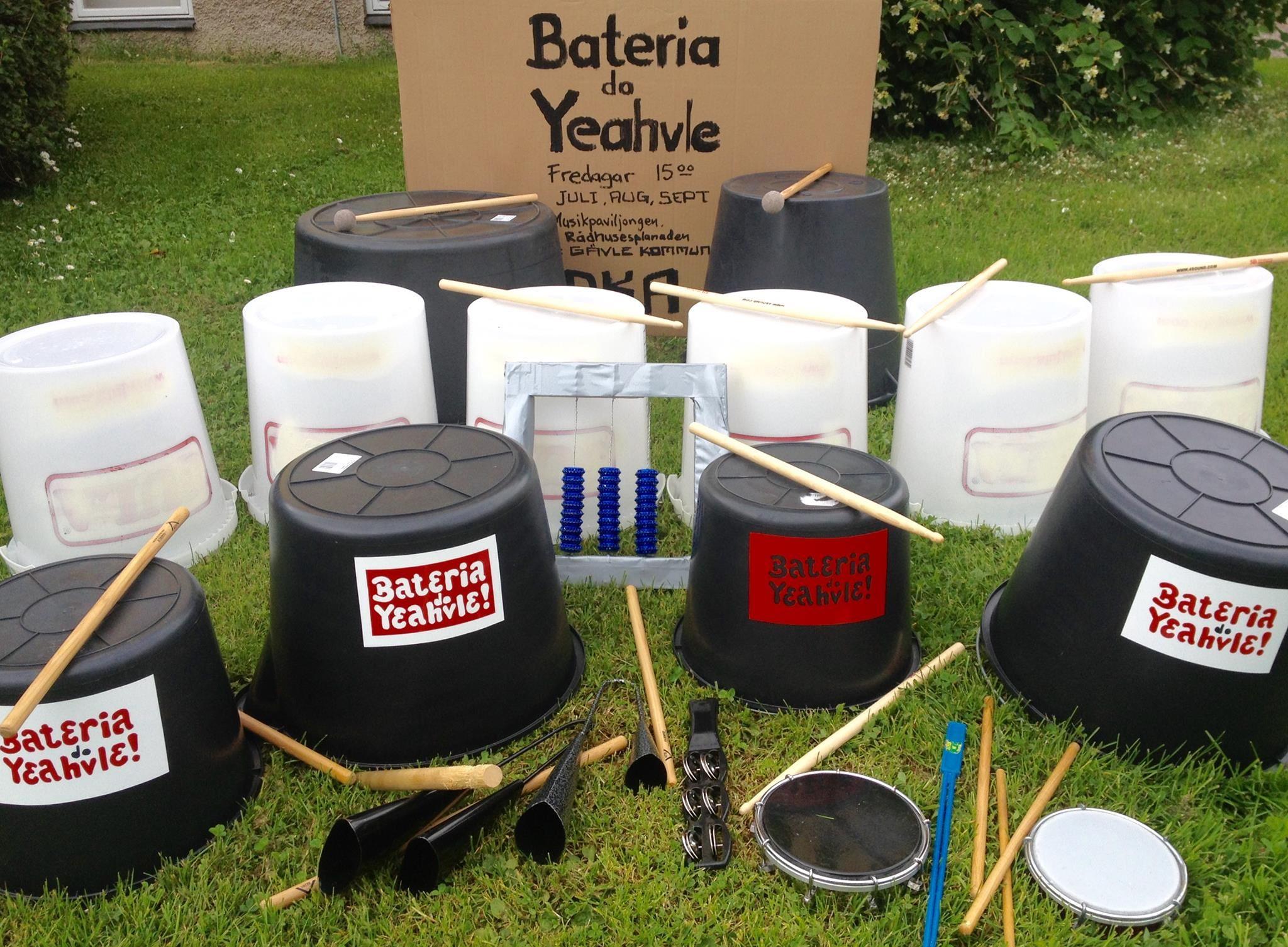 Johan Löfström,  © Johan Löfström, Bateria do Yeahvle - Street Bucket Drumming