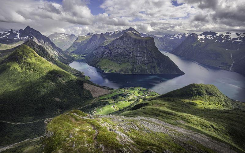 Arnfinn Tønnessen, Hjørundfjord