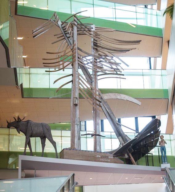 Lenny Clarhälls konstverk Skogen återuppförs på Södertälje stadshus.