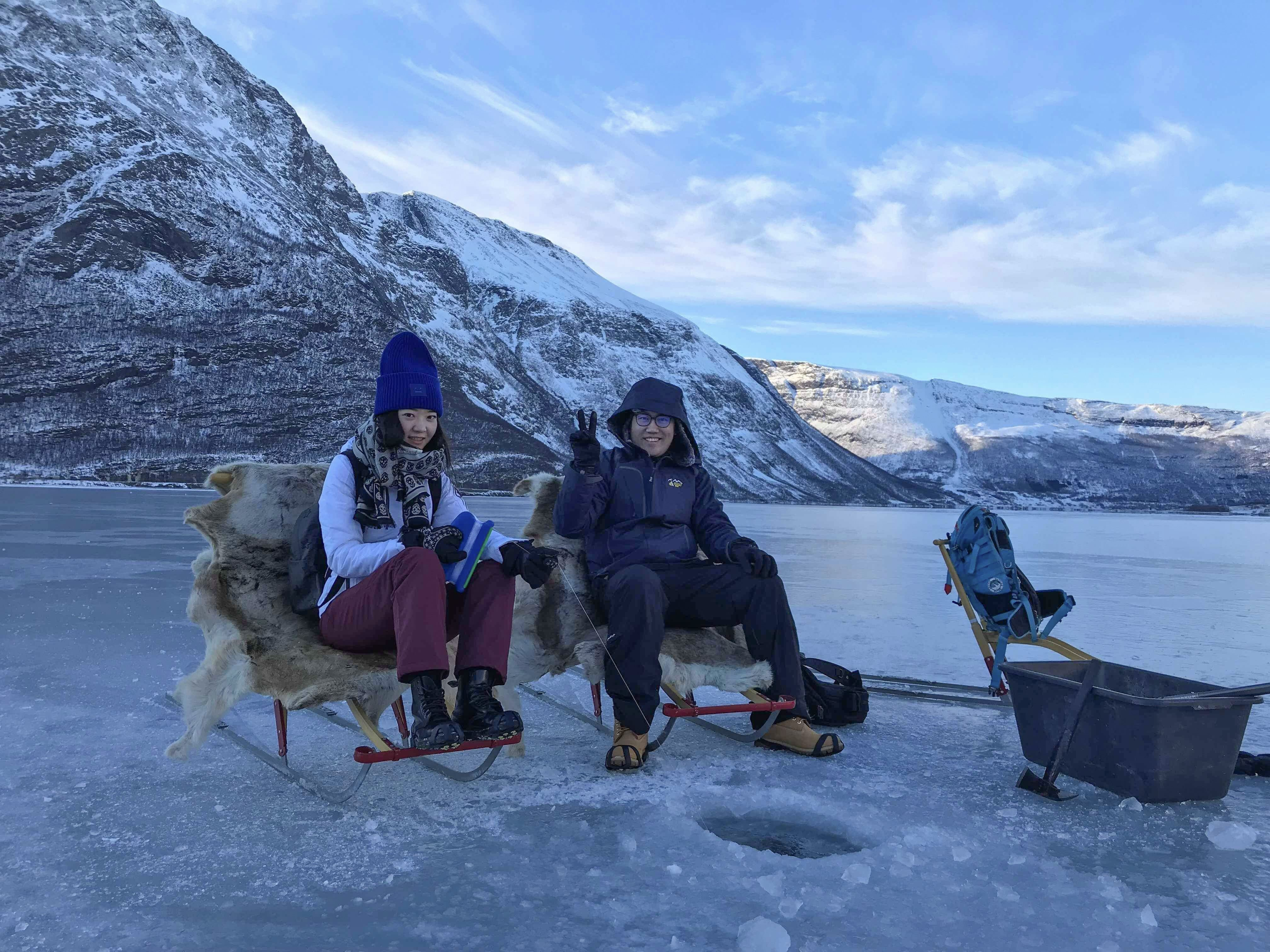 Eisangeln und Schneeschuhtour auf dem Lyngenfjord