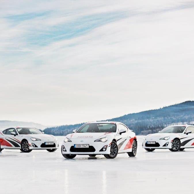 Drive a car on an ice track!