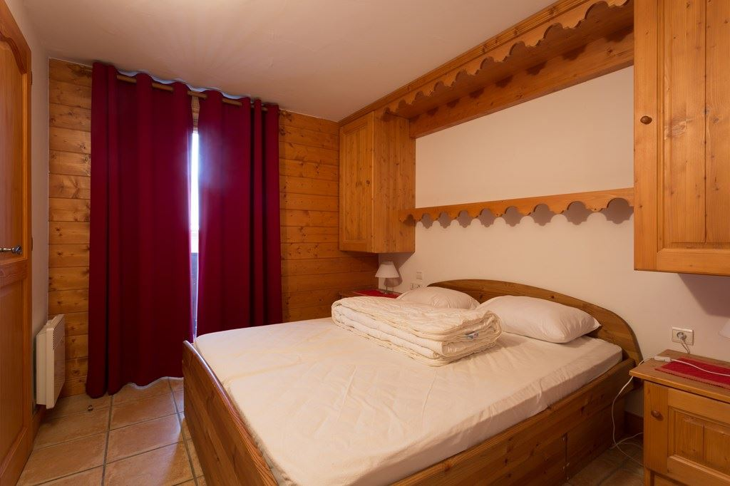 4 Rooms 8 Pers ski-in ski-out / MARMOTTES C8