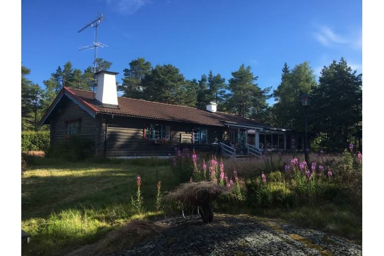Ällön - Lovely seaside resort for many residents in Skrammelsand, Ällön