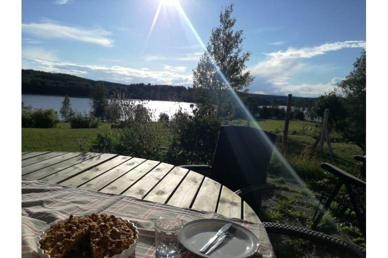 Arnäsvall - Hus omgivet av sjö på landet 7min med bil från centrala Örnsköldsvik