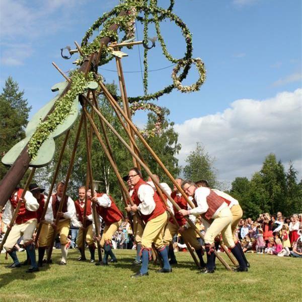 Midsummer celebrations in Sundborn