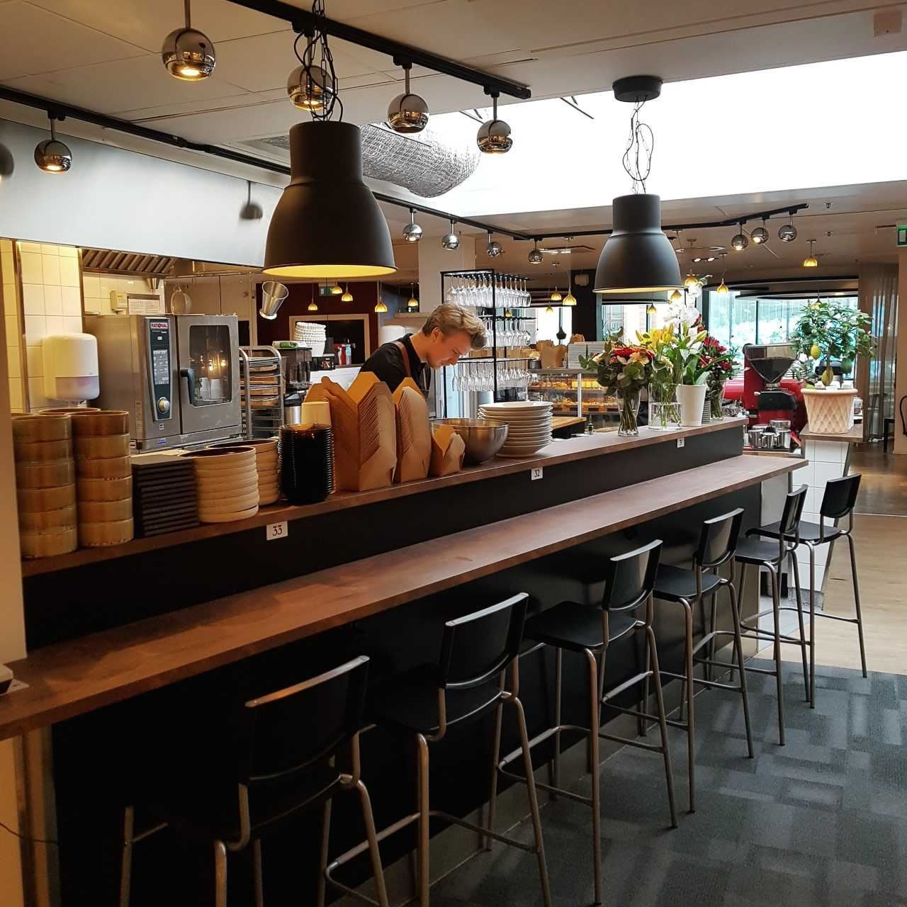 Tonka Bistro Café