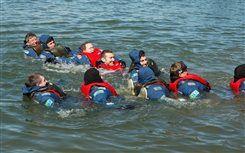 Pelastuspuku-uinti | Lehmonkärki