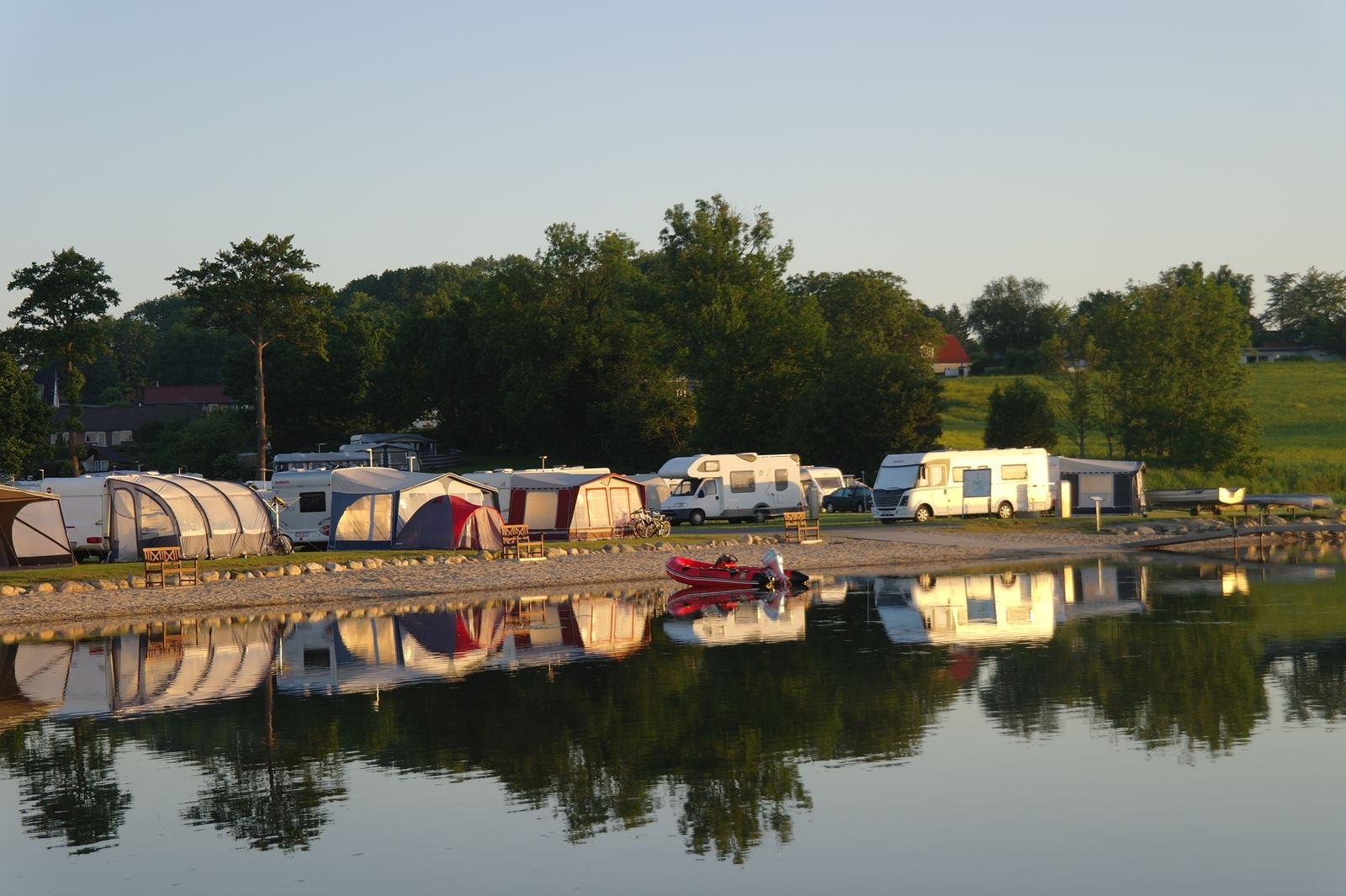 Weekendophold med sønderjysk kaffebord på Lærkelunden Camping i egen vogn