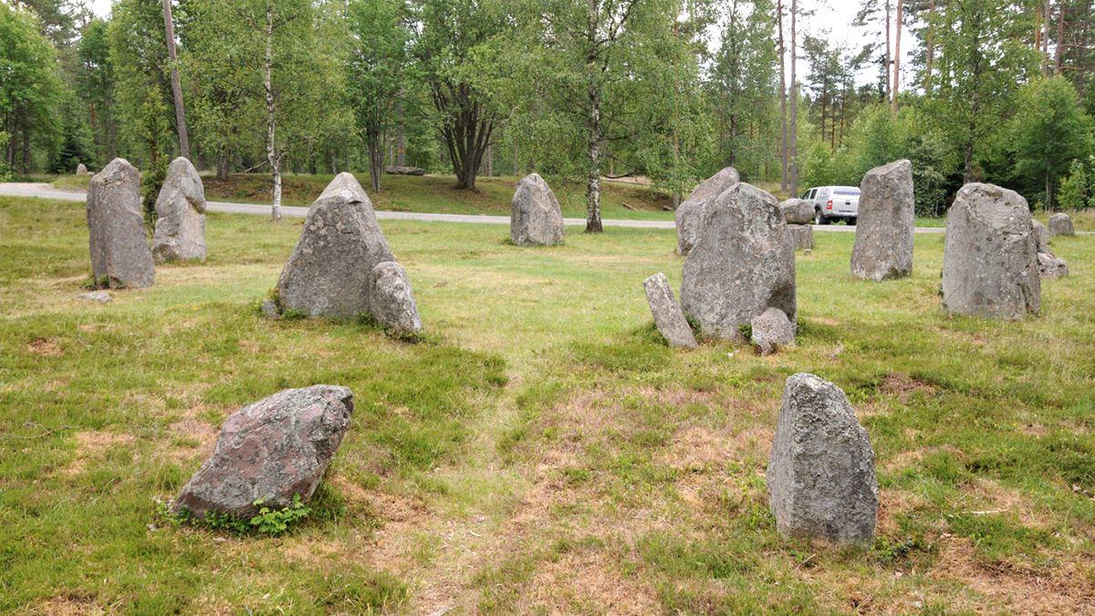 © Jönköpings läns museum, Kulturvandring: Treudd, domarringar och dösar – det märkliga gravfältet Torsa stenar