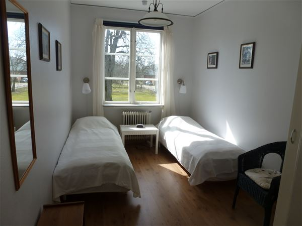 Double room with shared bathroom/shower