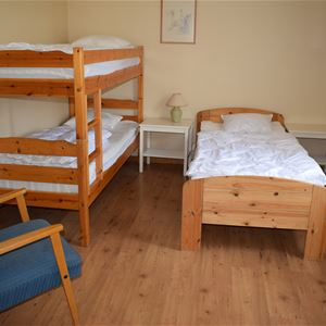 3 bed room with shared bathroom/shower