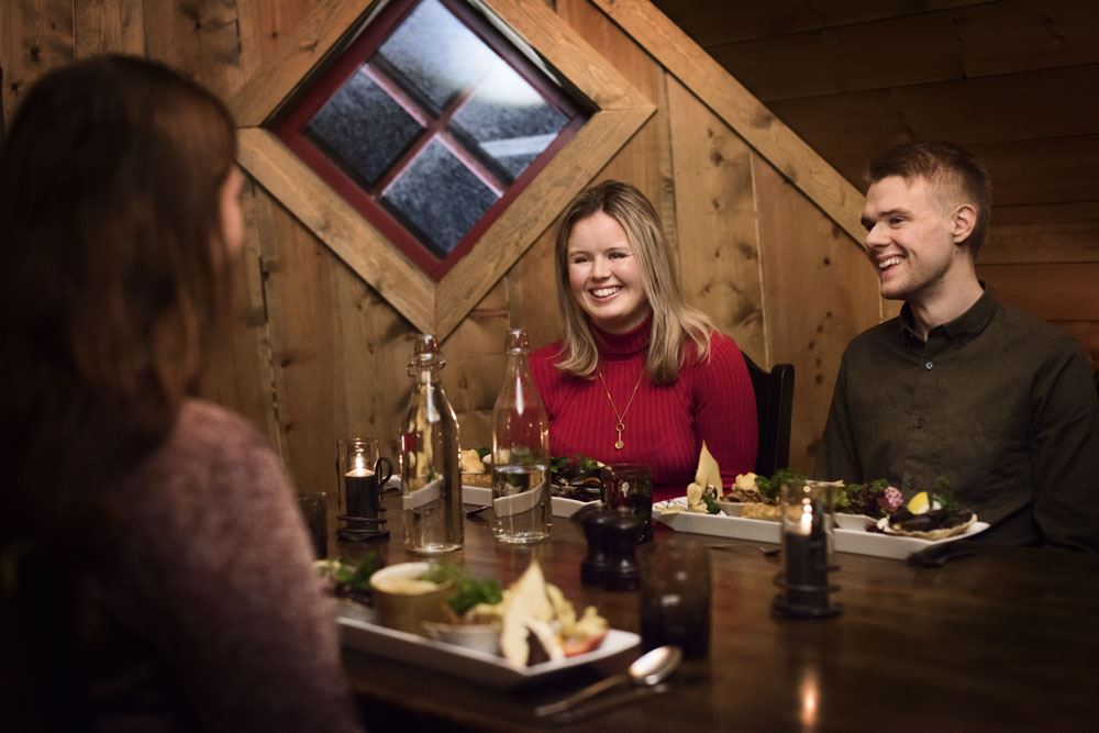 © Thea Hermansen , Snowshoe hiking and Ægir Viking dinner