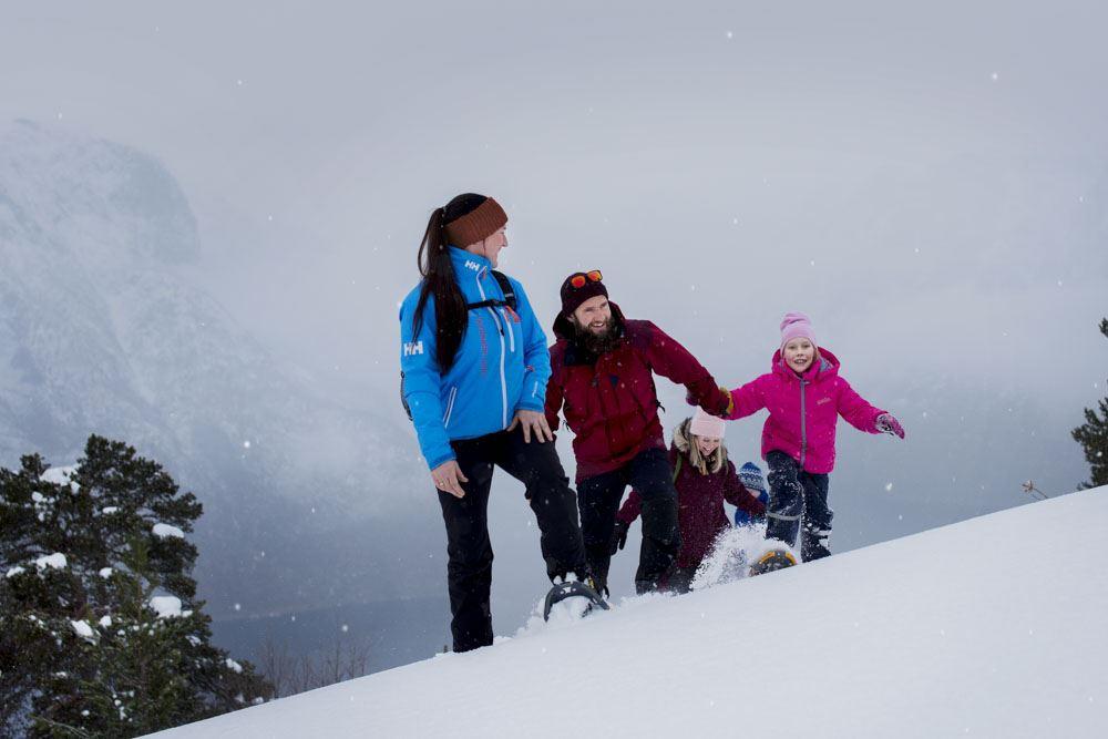 © Thea Hermansen , Snowshoe hiking and Ægir Viking dinner