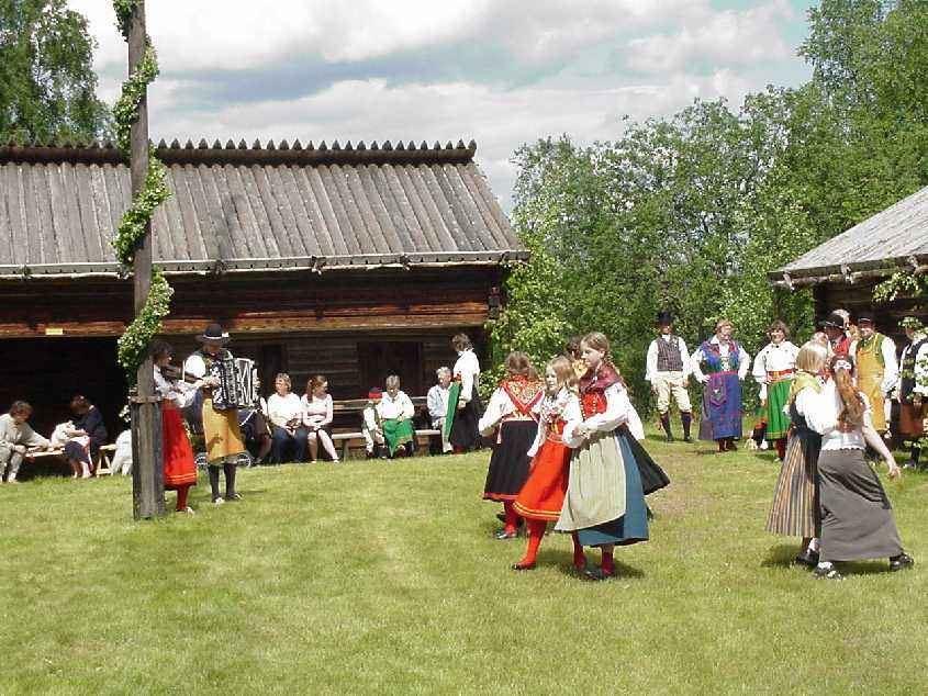 Midsummer celebration in Landbobyn