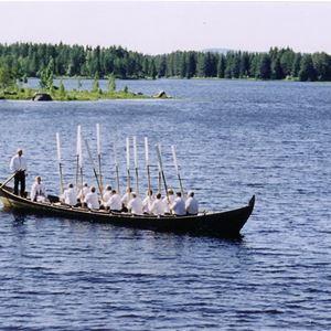 Kyrkbåtsrodd med högmässa