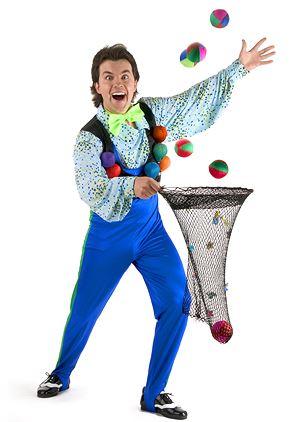 Cirkus Roman – Cirkusskola med bl.a. jonglering och balans i Kronobäcks Klosterruin