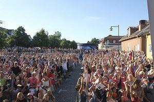 Allsång på torget i Mönsterås