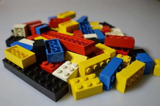 Sommarlovsaktivitet: Bygg lego och gör din egen legofilm.