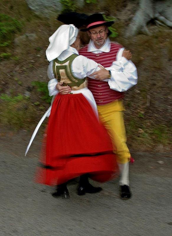 Lövning av midsommarstång Hällevik