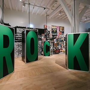 Visite guidée : Exposition Rock ! Une histoire nantaise en LSF + entrée musée d'histoire de Nantes et exposition temporaire en cours