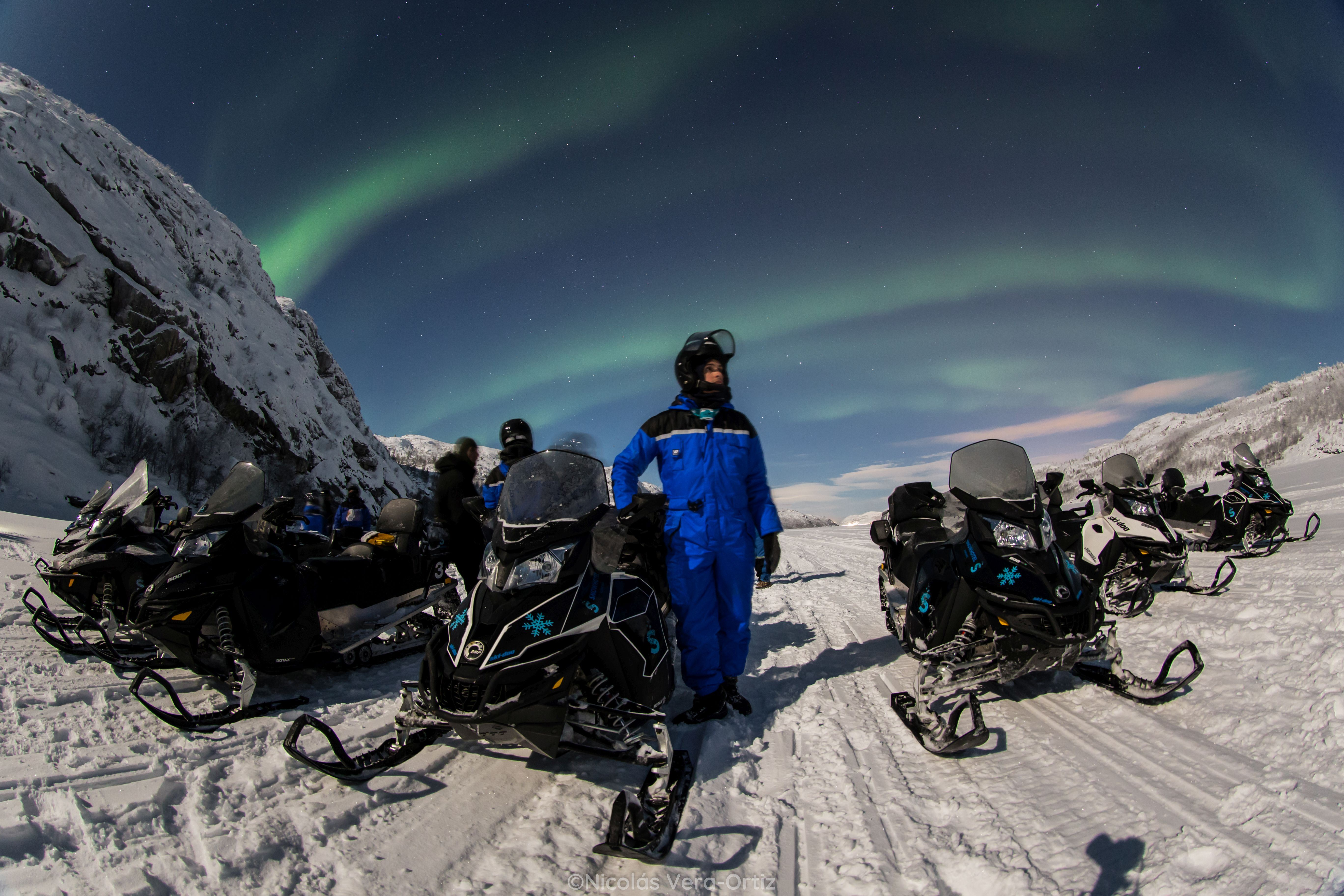 © Snowhotel Kirkenes, Snowhotel Kirkenes - Hunting northernlights by snowmobile