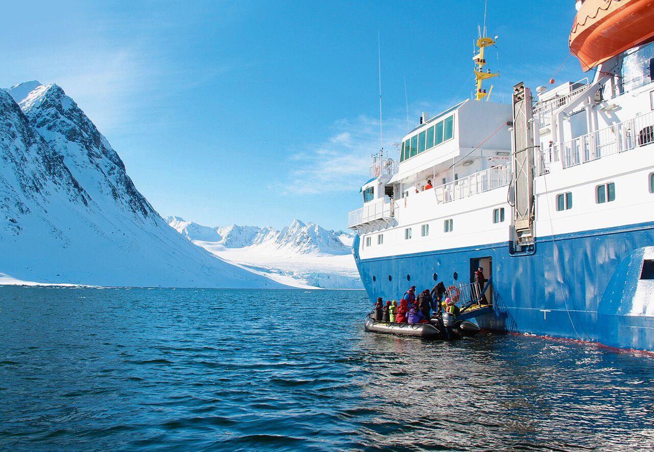 Nordlyscruise i vakkert fjordlandskap 5 dager 4 netter Inkludert truger og hvalsafari