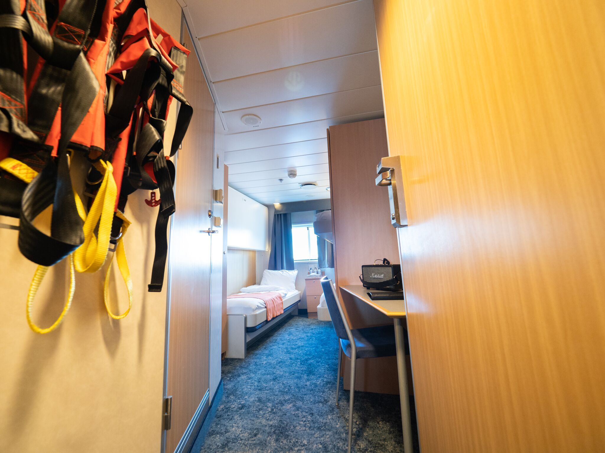 Triple cabin (upper/lower beds)