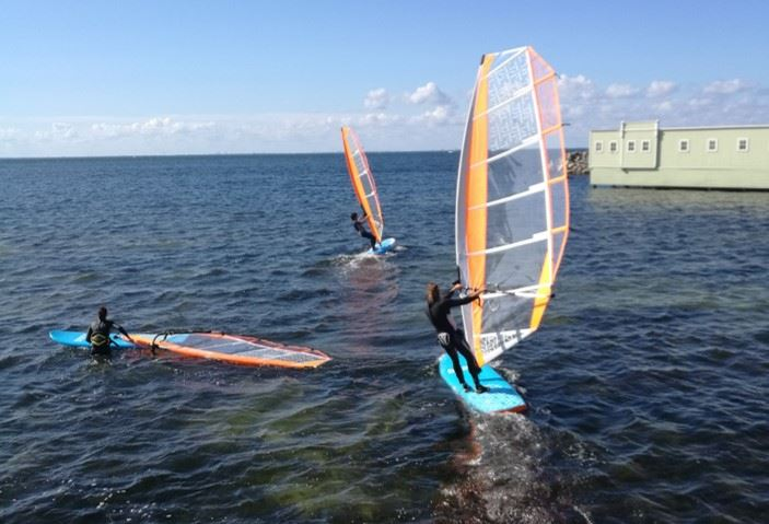 Beginner class in Dynamic Windsurfing