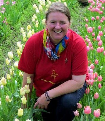 © Frösövallen, Bild på Carolina bland tulpaner