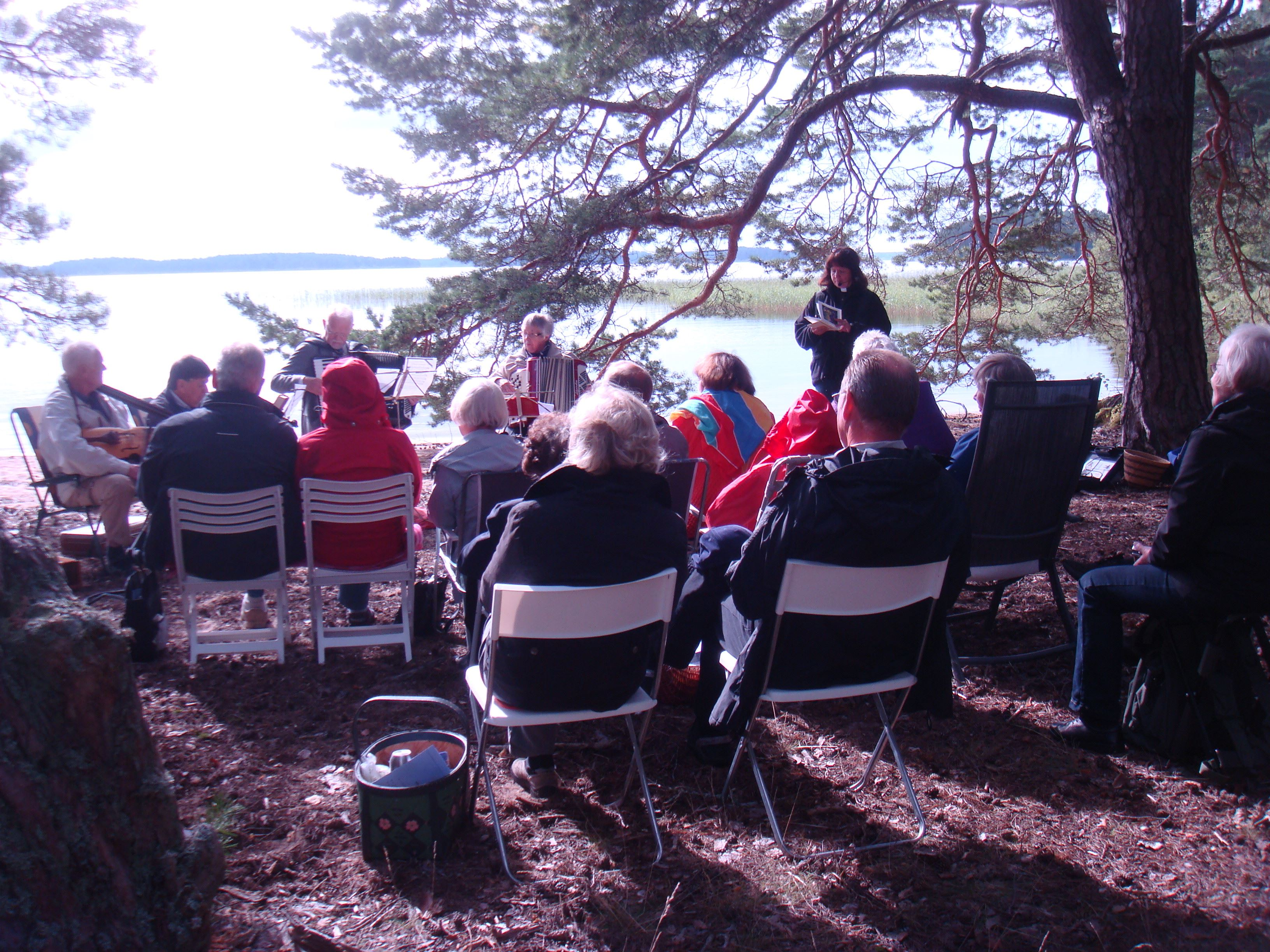 Friluftsgudstjänst på Dalälvens strand