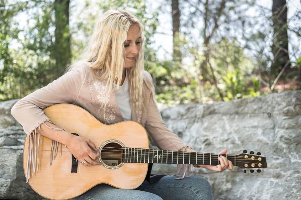 Emma Svensson med Band på Lill-Babs Caffär
