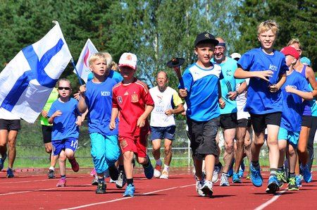 The Sri Chinmoy Openess-Home Peace Run arrives to the Seadays in Mariehamn