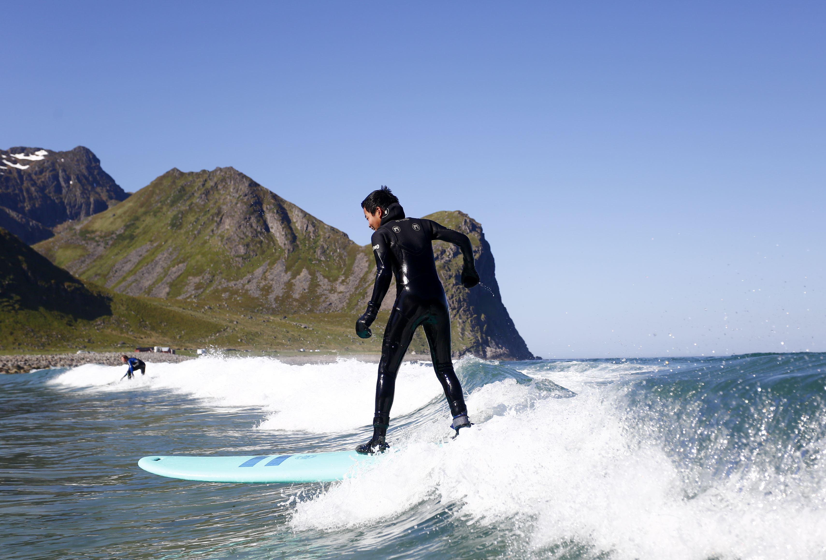 Beginner Surf Lesson - Unstad Arctic Surf
