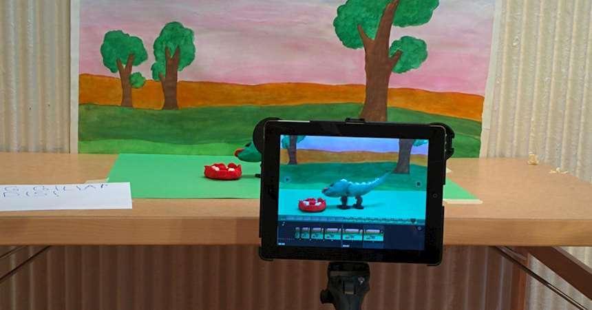 © Östersunds bibliotek, bild på en kamera som filmar en animation