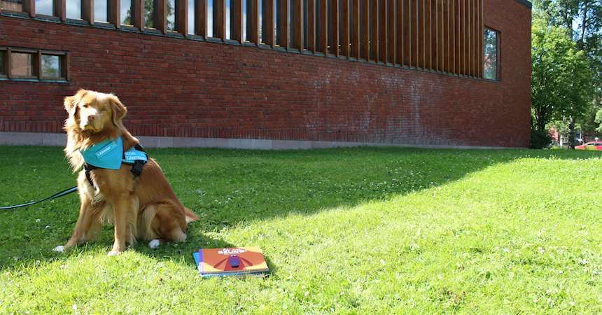© Östersunds bibliotek, read to a dog!