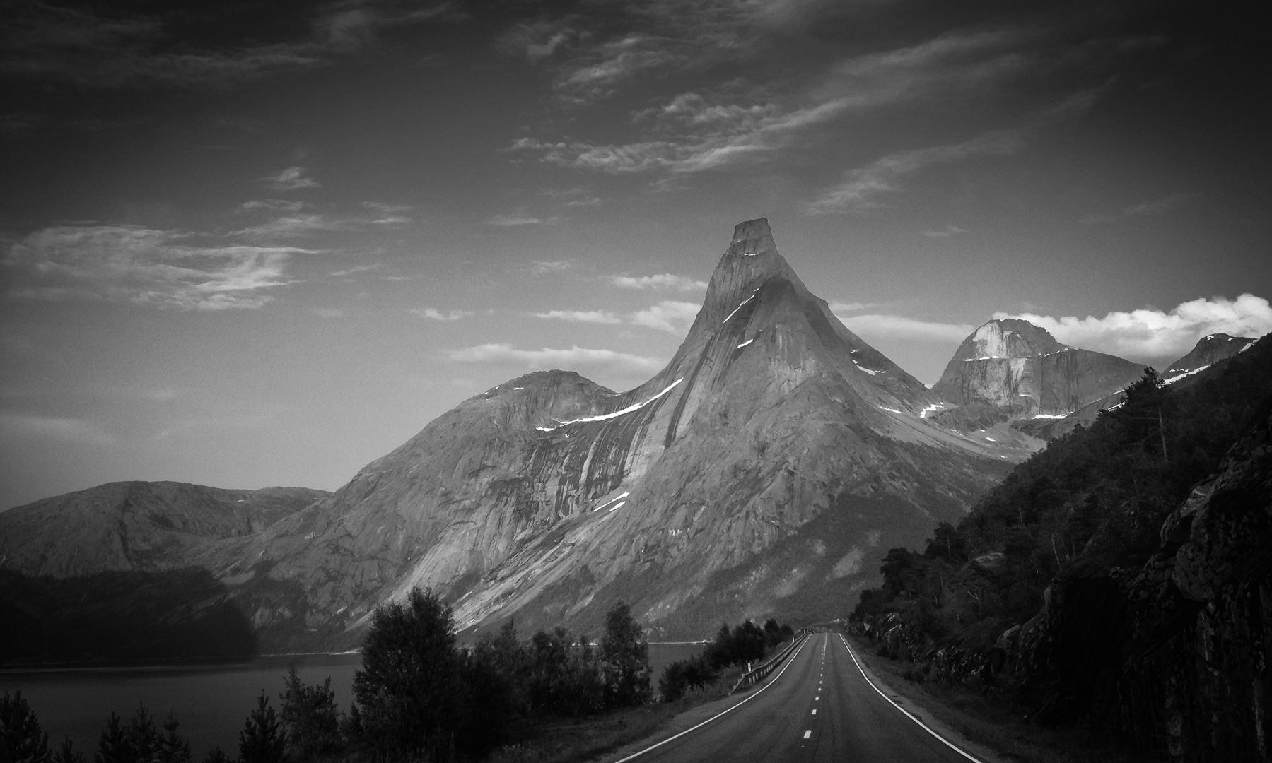 © Northern Alpine Guides, Stetind - South Pillar with Northern Alpine guides