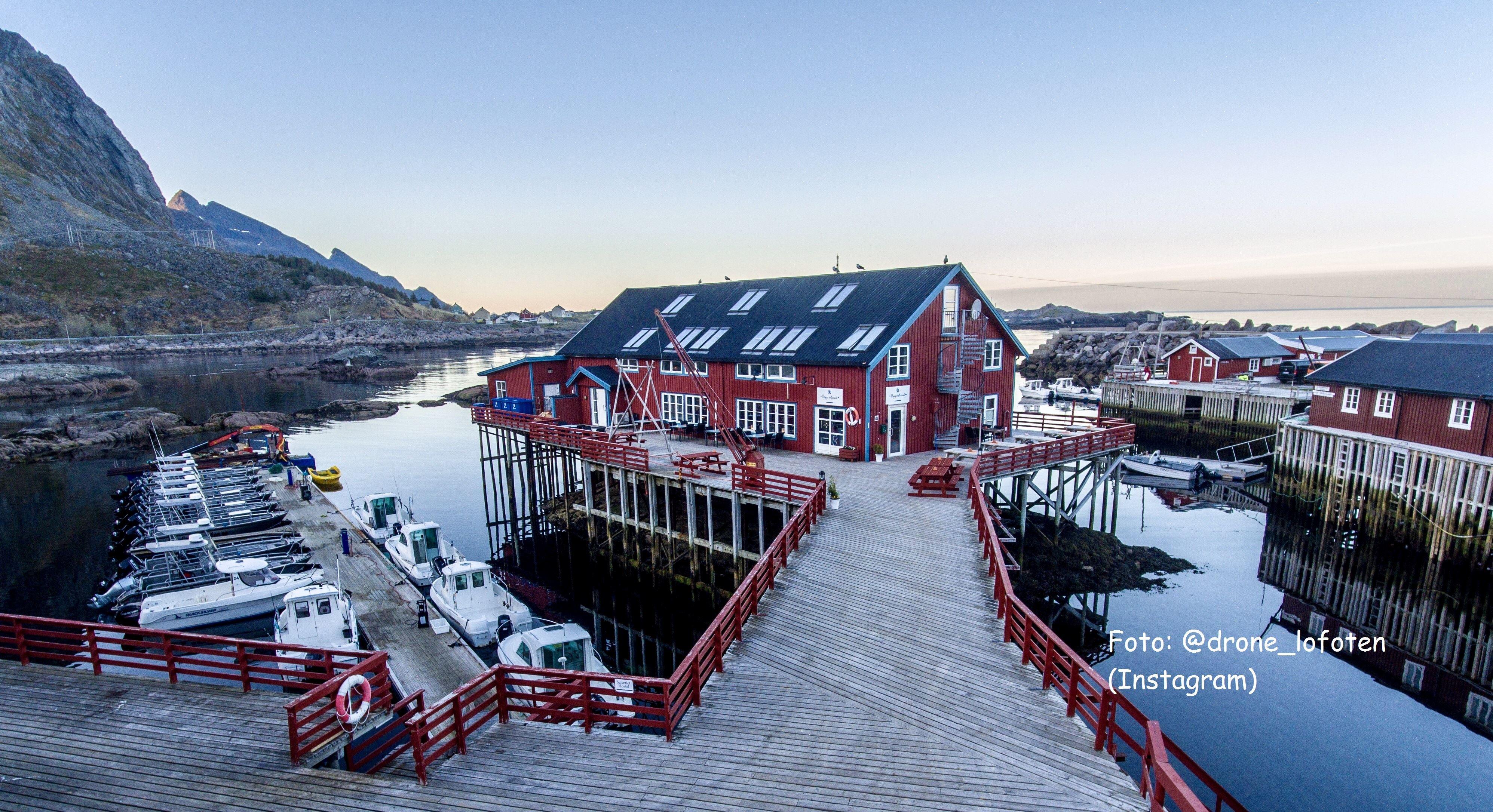 Å Rorbuer & Brygga Restaurant