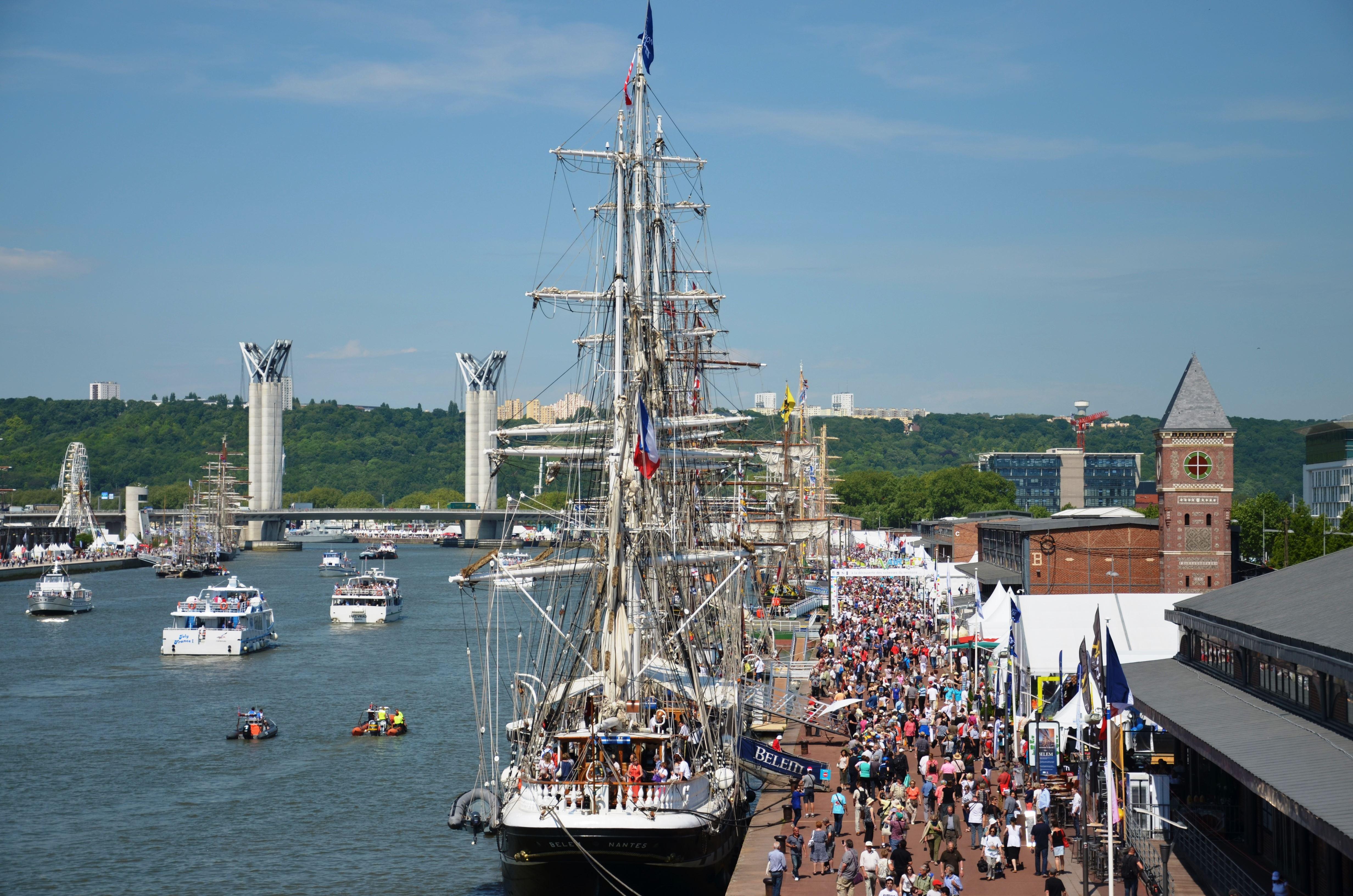 Privatisez un bateau pour une promenade au coeur de l'Armada