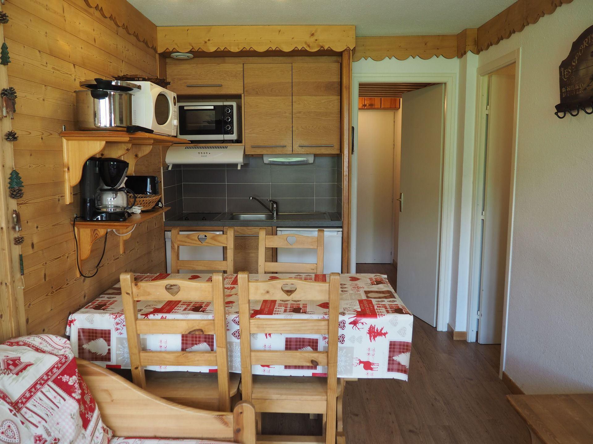 2 Rooms cabin 5 Pers ski-in ski-out / VILLARET 519