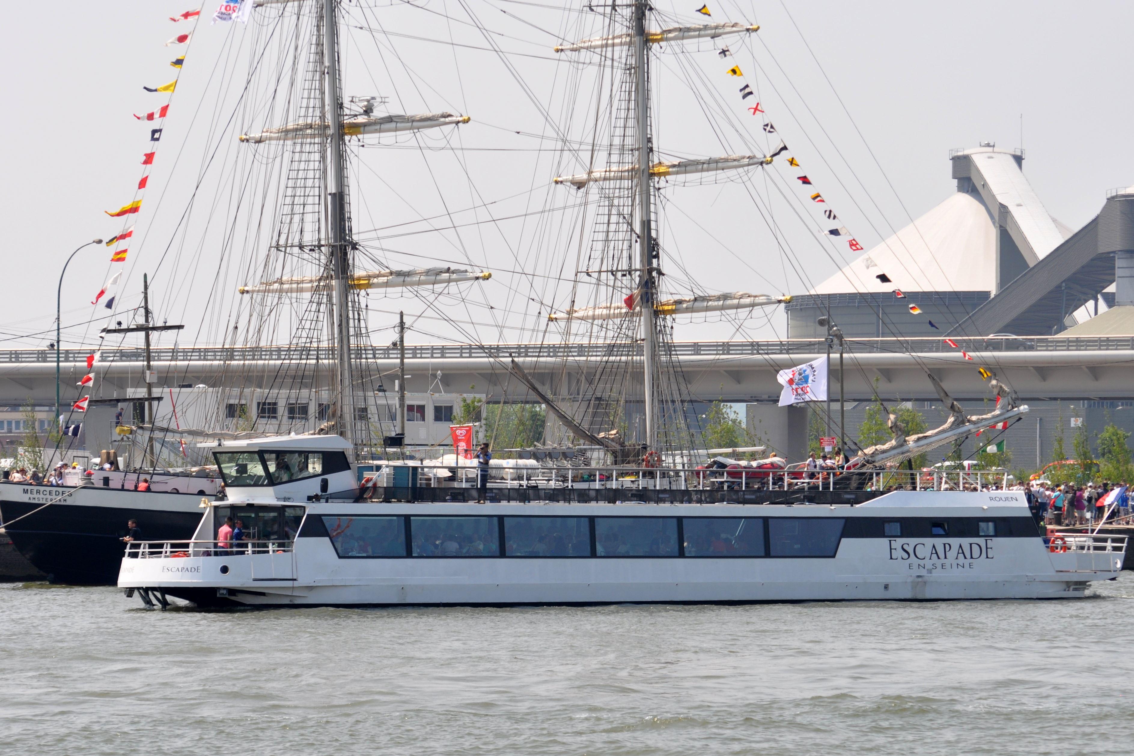 Déjeuner croisière au cœur de l'Armada, à bord de l'Escapade