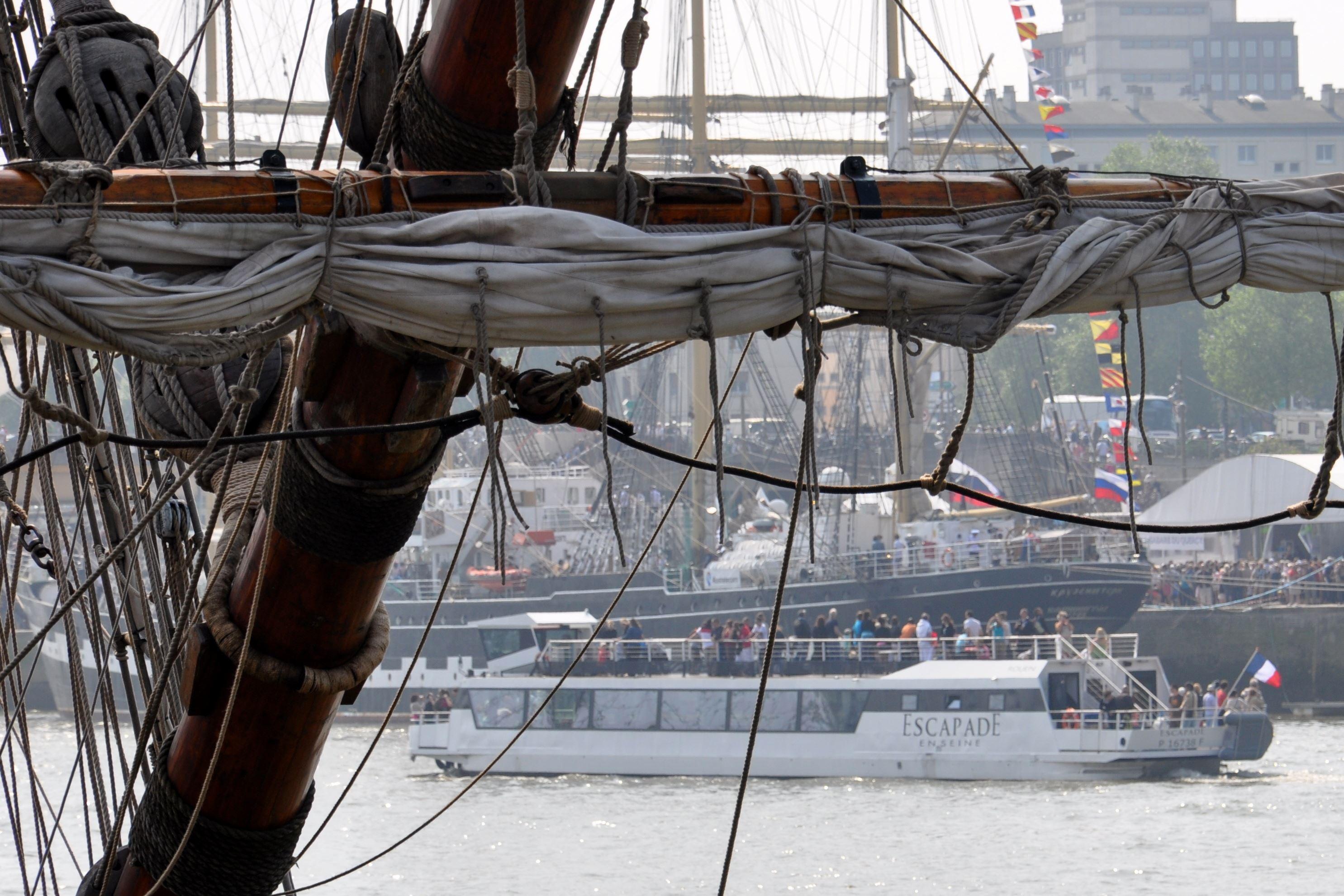 Dîner croisière au cœur de l'Armada, à bord de l'Escapade
