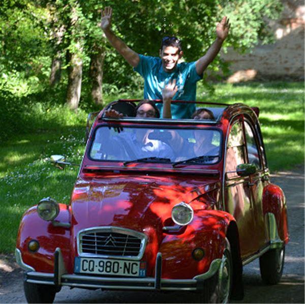 Évadez-vous pour une escapade en 2 CV autour de Carcasonne - Location de voiture à partir de 130 €/jour