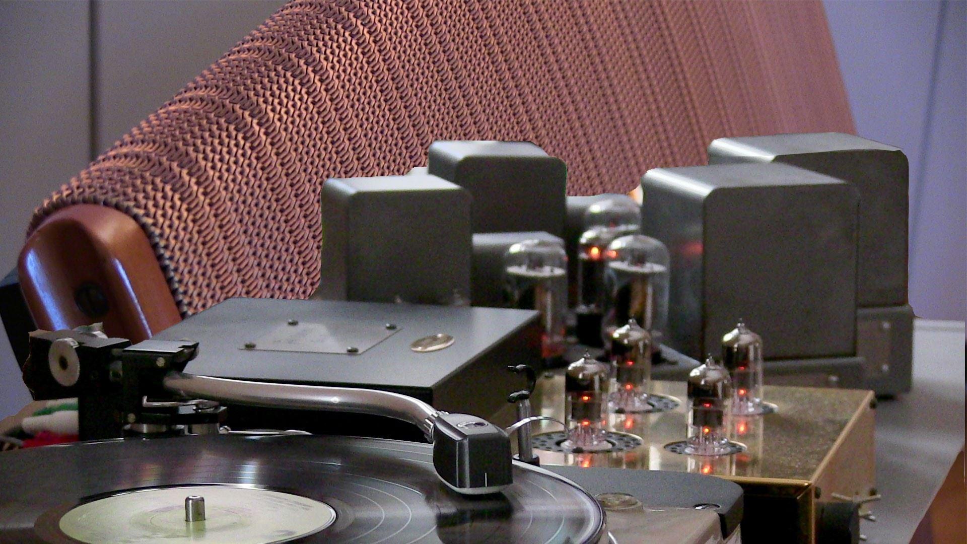 Bland glödande rör och vindlande vinyler i femtiotalsjazzens fotspår
