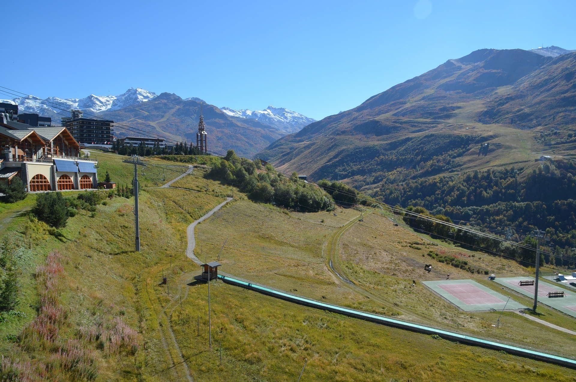 2 Pièces 6 Pers skis aux pieds / CARON 1013