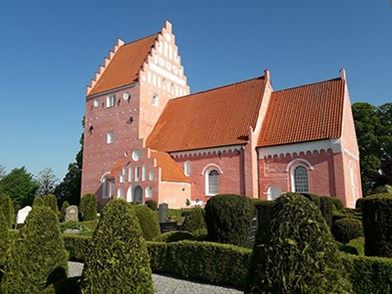 Eftermiddagstur til Aastrup Kirke og Moseby præstegårdshave