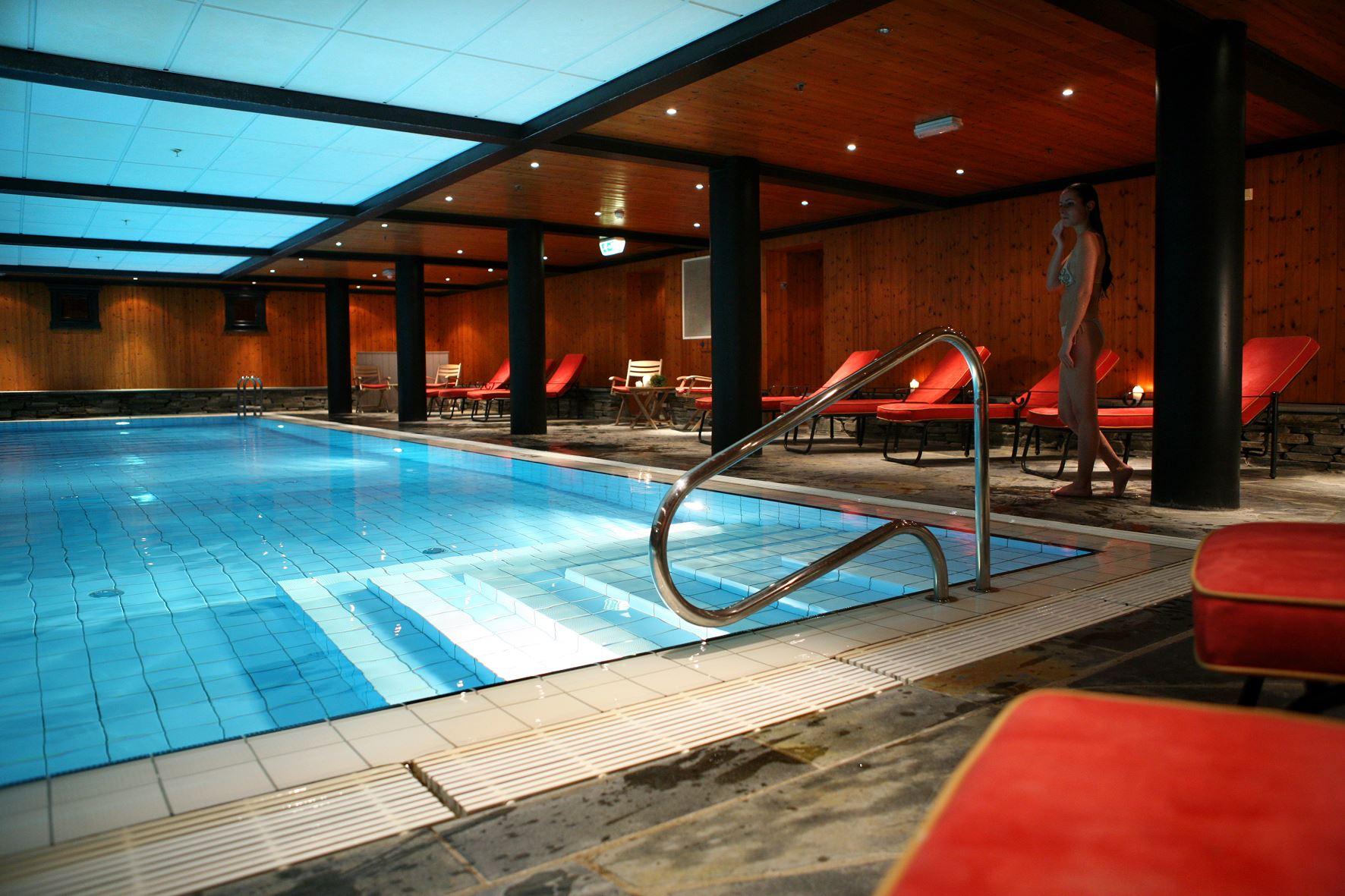 Inngang Velvaere på GudbrandsGard - Basseng, badstue og treningsrum