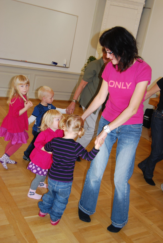 Barnrytmik, lek och sångdans, 2-3 år.