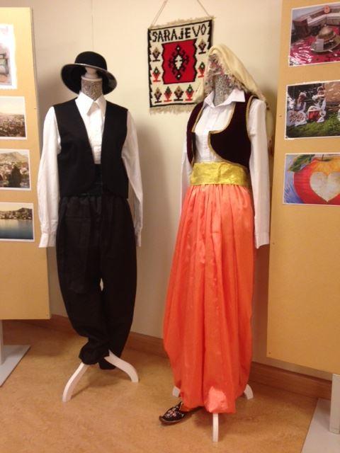 Utställning kvinnors handarbete
