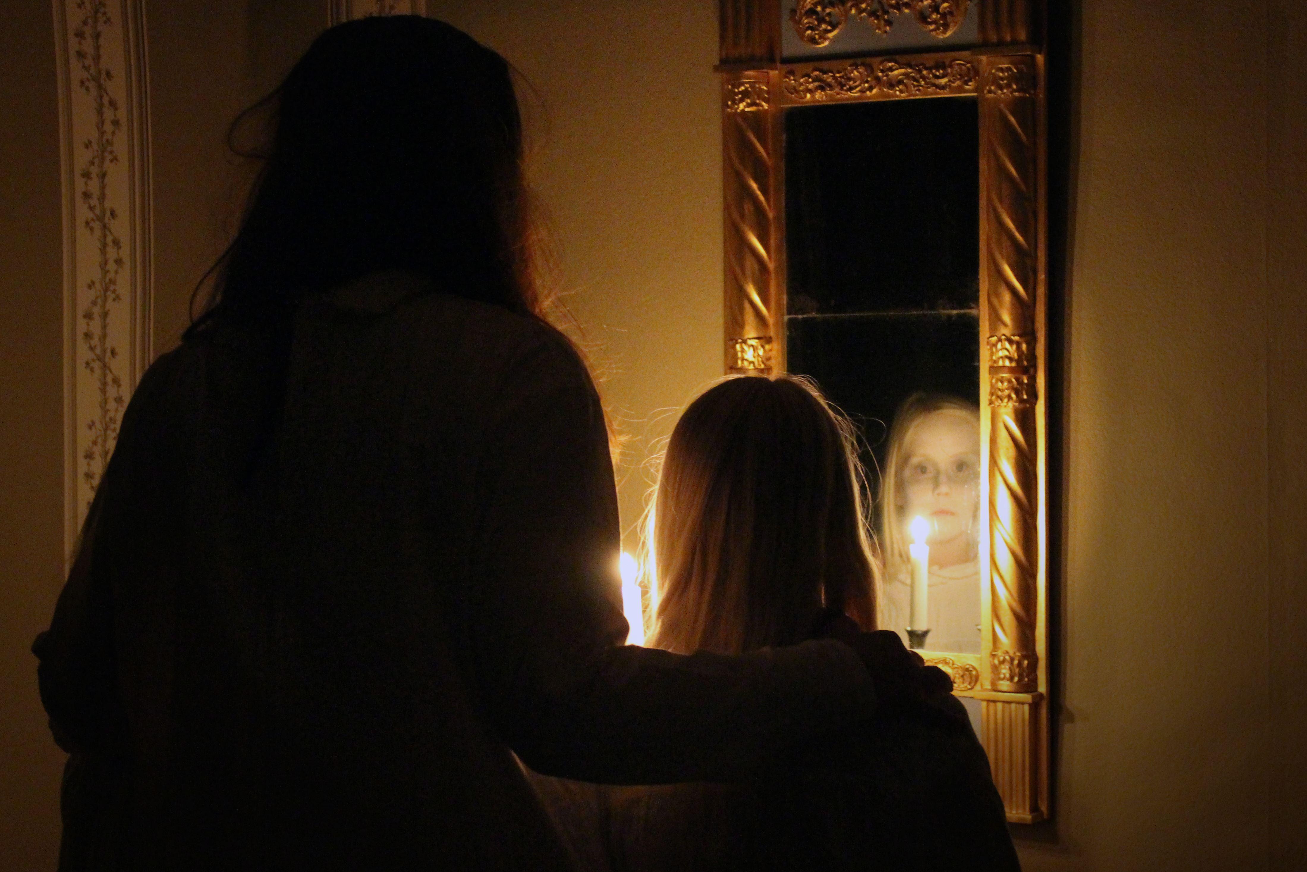 Bland maror och gengångare – spökvandringar på Vallby Friluftsmuseum